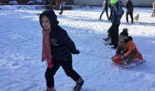 Сочи Мемориал, дети катаются на снегу