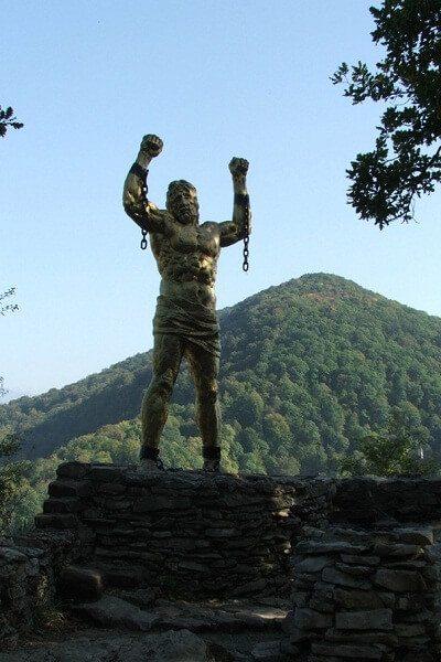 Счои - Памятник Прометею на