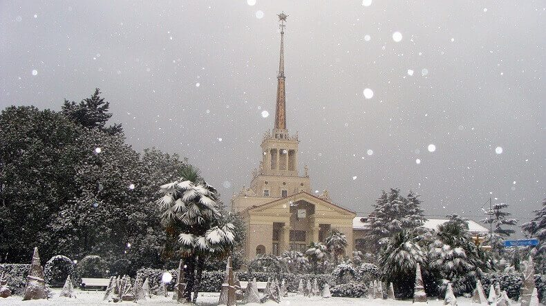 Морпорт зима снег в Сочи