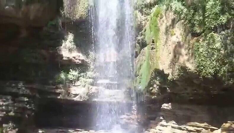 в двух километрах от аула Тхагапш в долине реки Псезуапсе находится Водопад «Игристый»