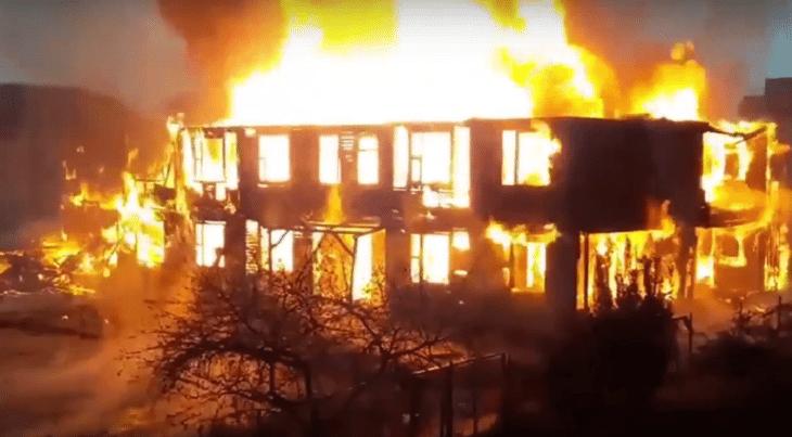 Сочи на улице Перелётной полностью сгорел 2х этажный жилой дом