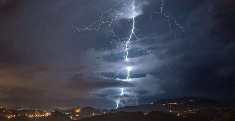 молния в небе Сочи