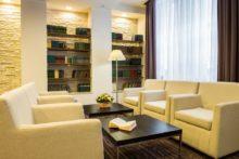 AZIMUT Hotel библиотека