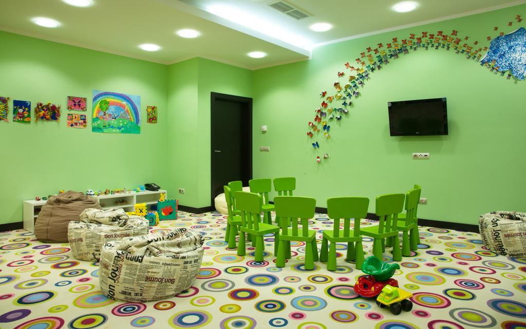 детская игровая комната в отеле Азимут Фристайл
