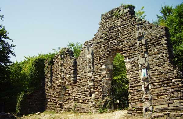 Лооский храм - фото развалин