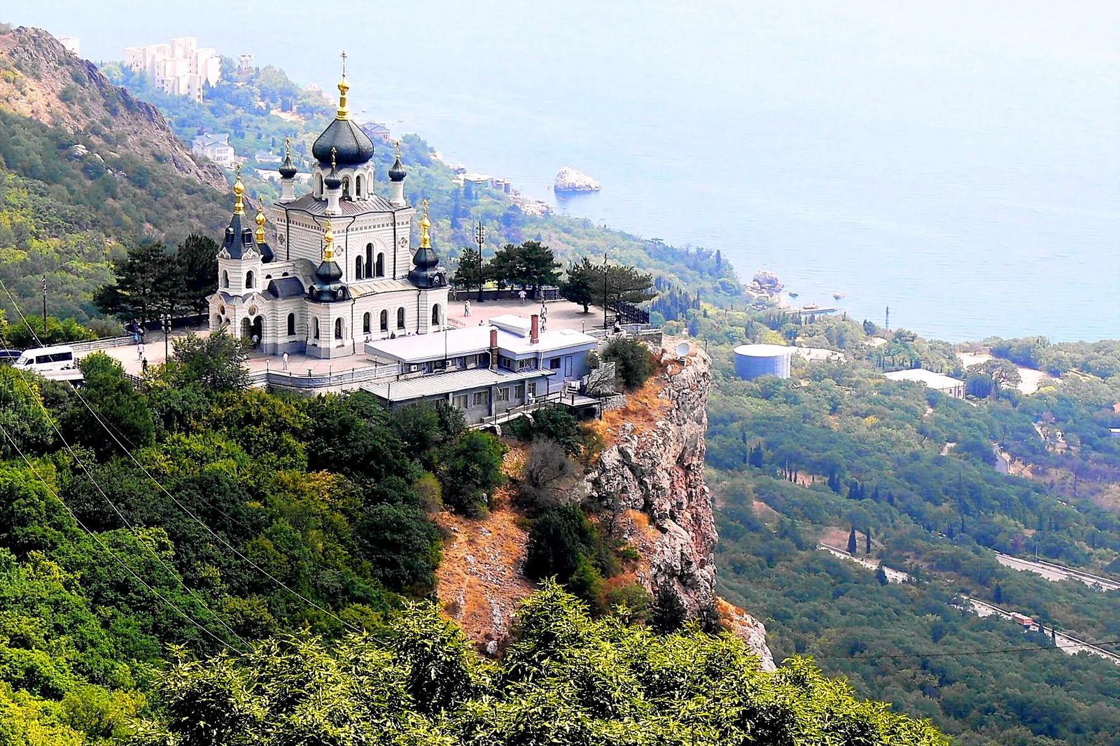 Почему стоит посетить Крым в мае