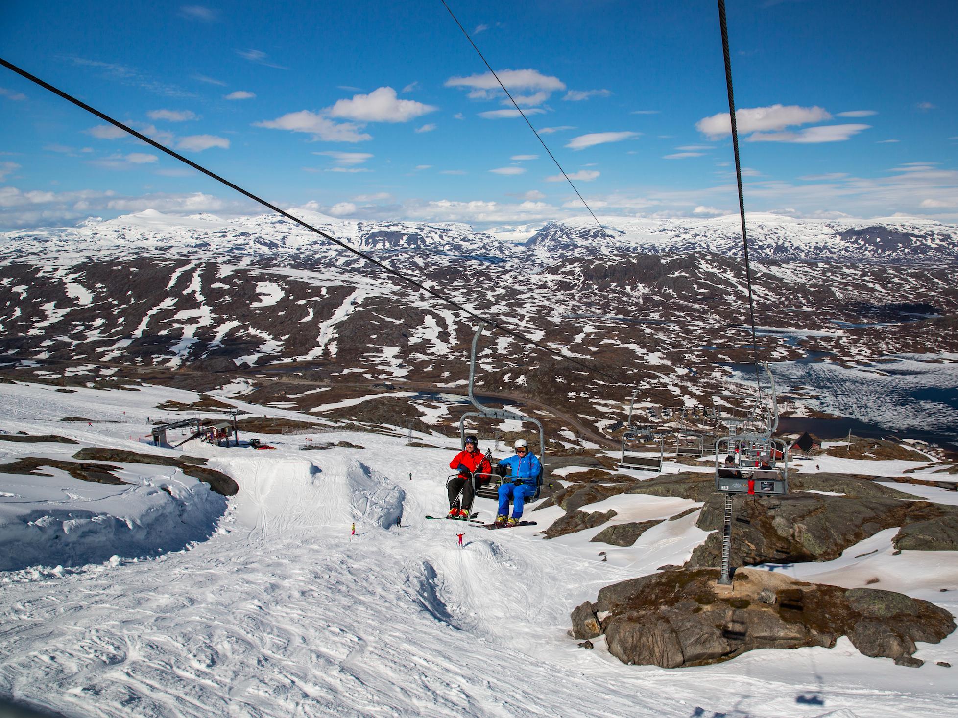 Из весны в зиму: едем кататься на лыжах в мае
