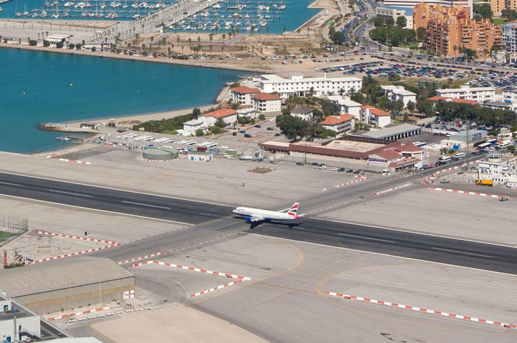 Топ-10 самых красивых и необычных аэропортов мира