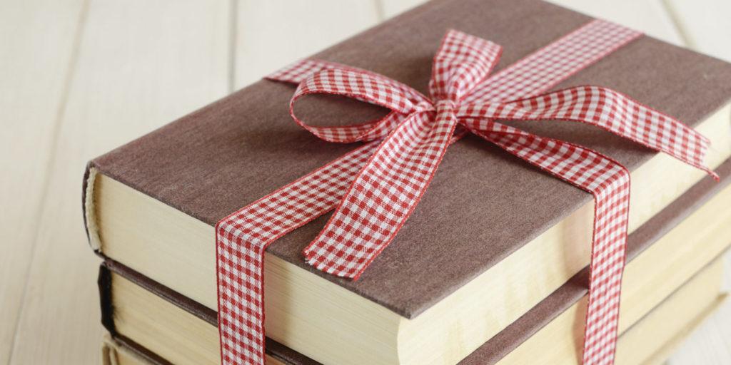 Поздравляем самую любимую и дорогую: топ-7 подарков для матери к 8 Марта