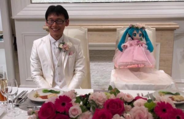 Зачем японцы женятся на куклах