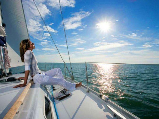 Прогулки на море на яхте