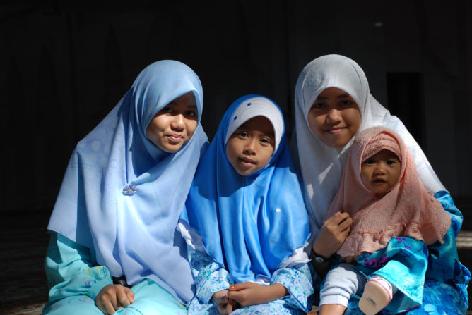 женщины Индонезия и Малайзия